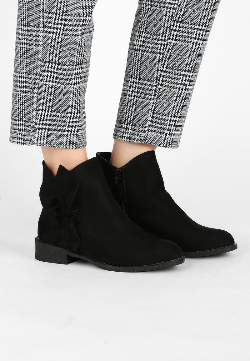 Lost Ink Wide Fit - FRILL FLAT BOOT - Classic ankle boots - black