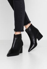 Lost Ink Wide Fit - WIDE FIT POINTED ANGUALR HEEL - Ankle boots - black - 0
