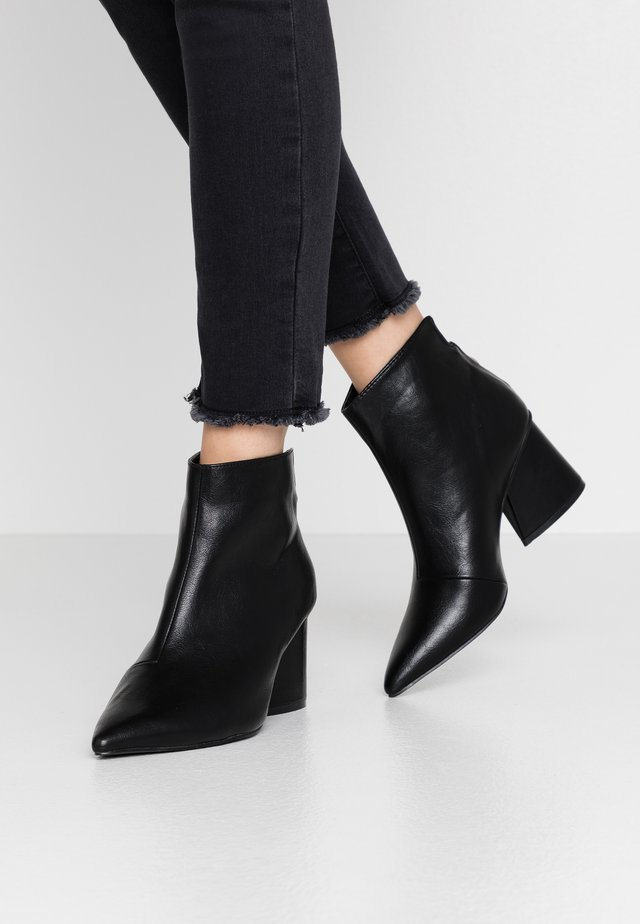 WIDE FIT POINTED ANGUALR HEEL - Ankle boots - black