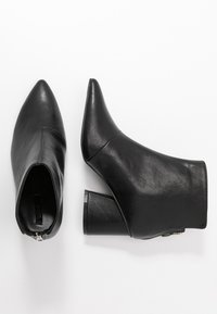 Lost Ink Wide Fit - WIDE FIT POINTED ANGUALR HEEL - Ankle boots - black - 3