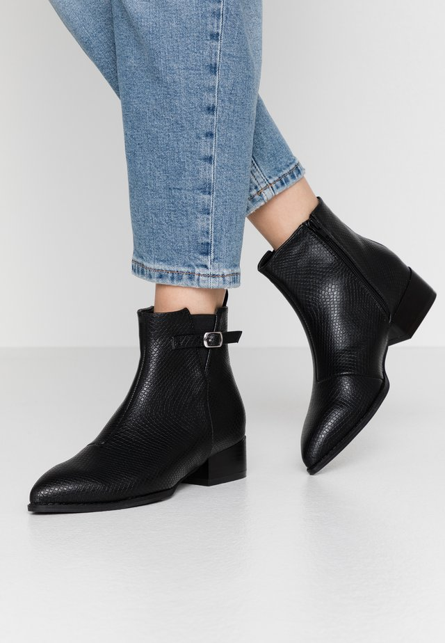WIDE FIT STRAP DETAIL POINTED SHOE - Ankle Boot - black