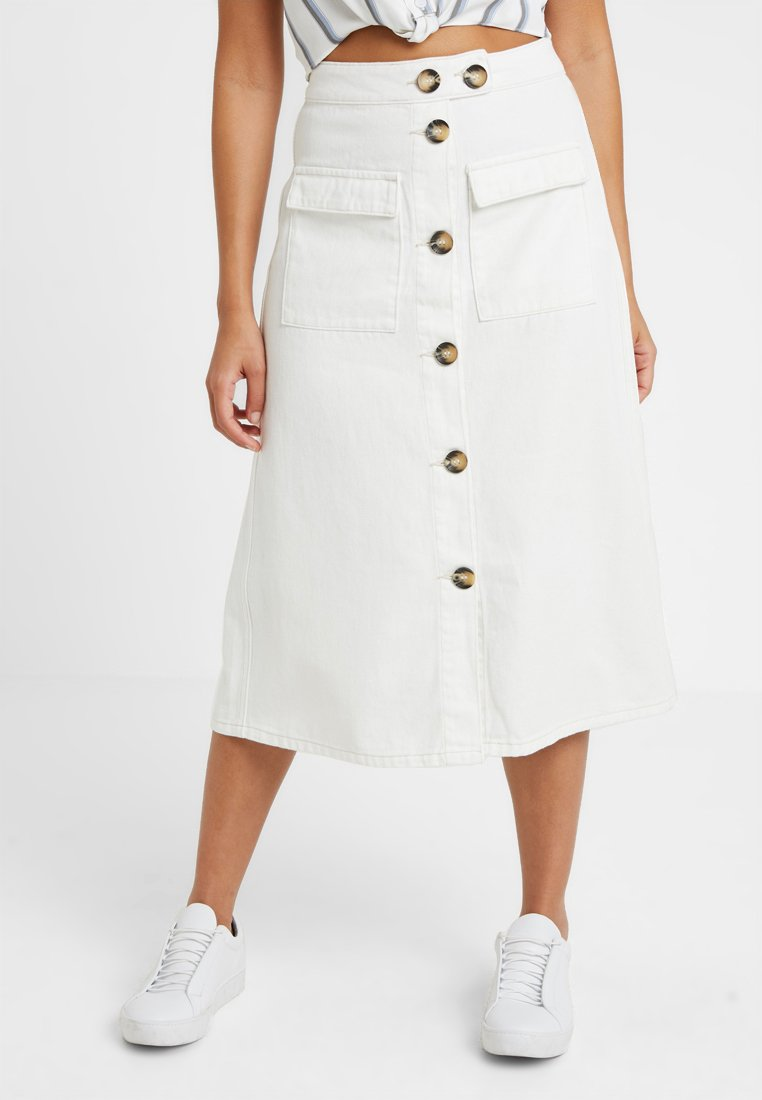 Lost Ink Petite - DENIM PATCH POCKET ALINE MIDI SKIRT - Falda acampanada - white
