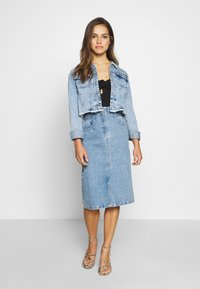 Lost Ink Petite - ELASTIC BAG WAIST MIDI SKIRT - A-line skjørt - blue denim - 1