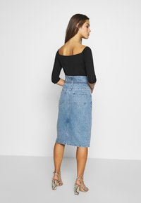 Lost Ink Petite - ELASTIC BAG WAIST MIDI SKIRT - A-line skjørt - blue denim - 2