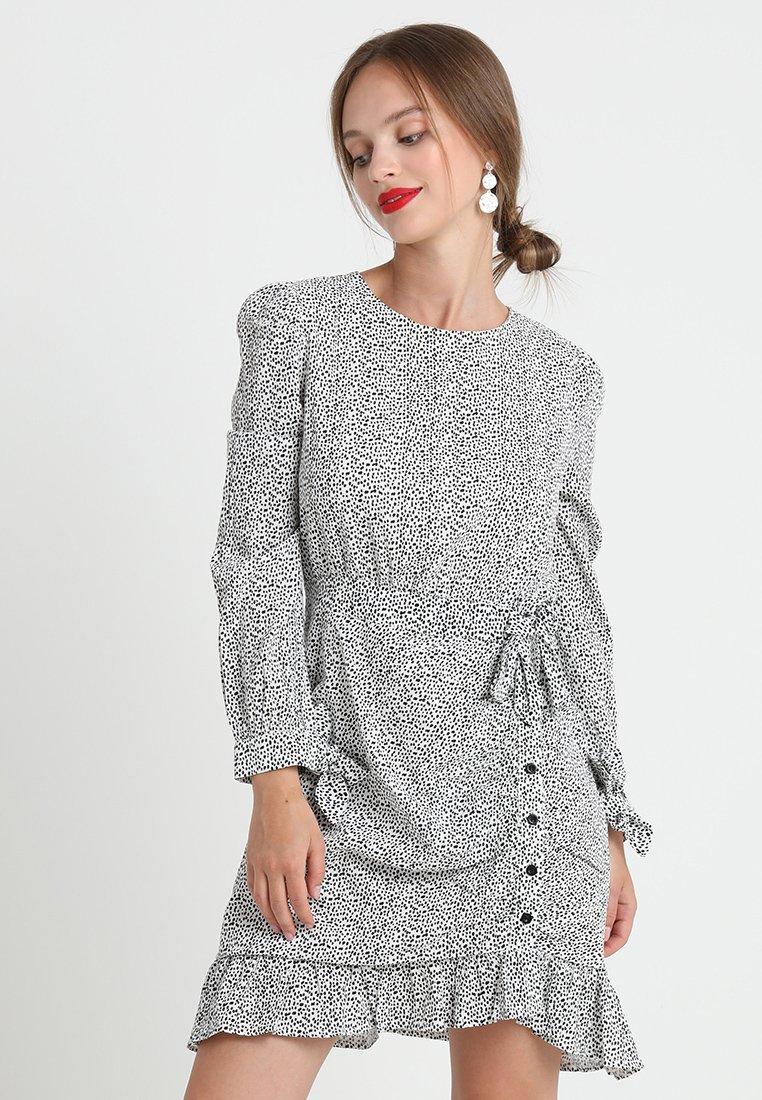 Lost Ink Petite - ANIMAL PRINT MINE DRESS - Vestito estivo - grey
