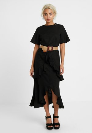 MIDI DRESS WITH SHAPED PANEL AND BELT - Robe longue - black