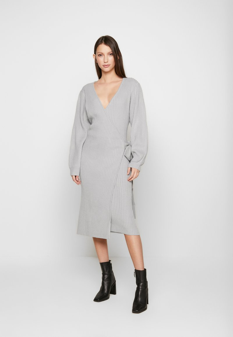Lost Ink Petite - WRAP DRESS WITH FULL SLEEVE - Pletené šaty - grey