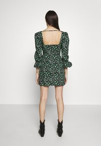 Lost Ink Petite - PLEATED MINI DRESS - Denní šaty - multi - 3