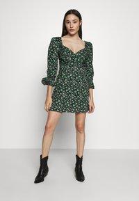 Lost Ink Petite - PLEATED MINI DRESS - Denní šaty - multi - 2