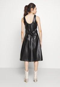 Lost Ink Petite - WRAP DRESS - Vestido informal - black - 2