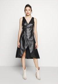 Lost Ink Petite - WRAP DRESS - Vestido informal - black - 0