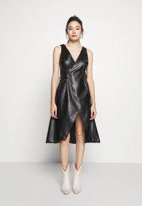 Lost Ink Petite - WRAP DRESS - Vestido informal - black - 1