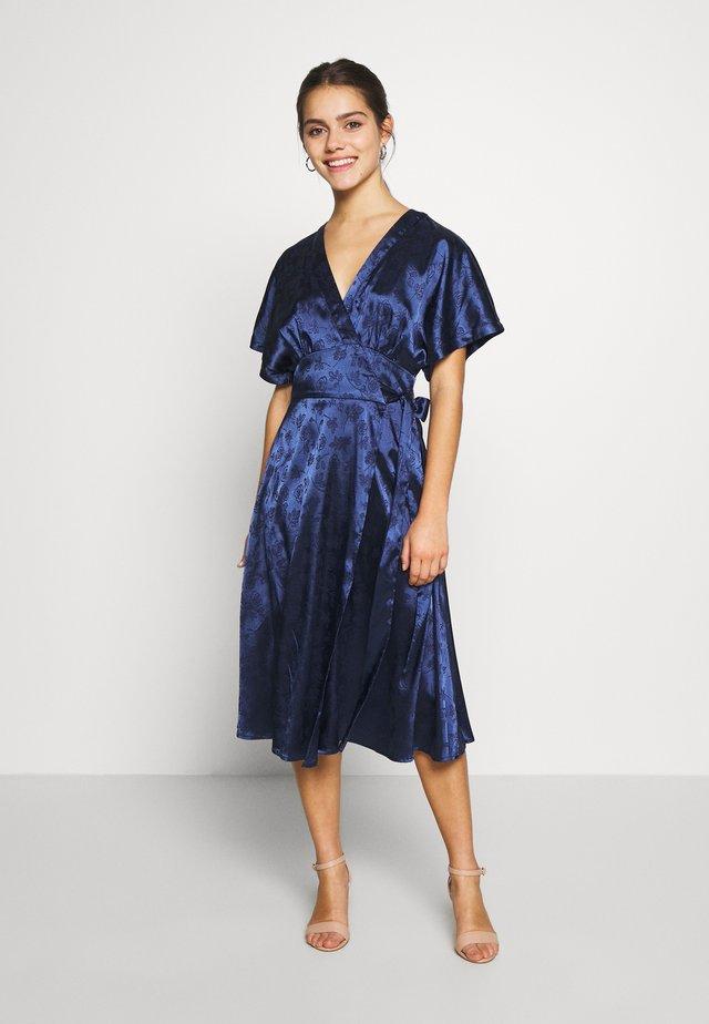 KIMONO WRAP SLEEVE DRESS - Sukienka letnia - navy