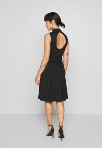 Lost Ink Petite - SLEEVELESS FISHTAIL BODYCON DRESS - Vestido ligero - black - 2