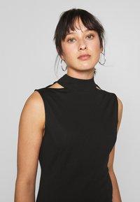 Lost Ink Petite - SLEEVELESS FISHTAIL BODYCON DRESS - Vestido ligero - black - 3