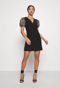 Lost Ink Petite - SLEEVE DETAIL MINI DRESS - Denní šaty - black - 2