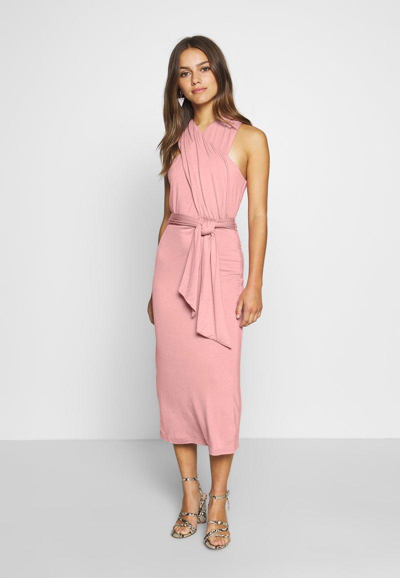 Lost Ink Petite - CROSS FRONT TIE WAIST DRESS - Žerzejové šaty - pink