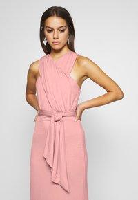 Lost Ink Petite - CROSS FRONT TIE WAIST DRESS - Žerzejové šaty - pink - 5