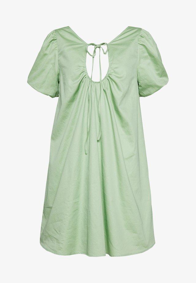 PLUNGE NECK VOLUME MINI  - Denní šaty - green