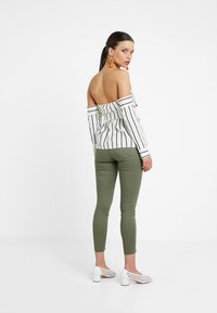 Lost Ink Petite - BARDOT IN STRIPED - Pusero - off white - 2