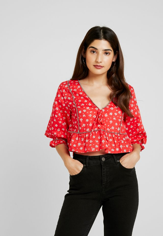SMOCK BLOUSE IN PRINT WITH TRIM DETAIL - Blouse - multi red