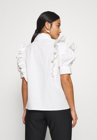 Lost Ink Petite - RUFFLE FRONT - Blůza - white - 2