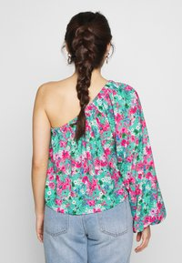 Lost Ink Petite - DRAWSTRING DETAIL ONE SLEEVE BLOUSE - Blusa - multi - 2