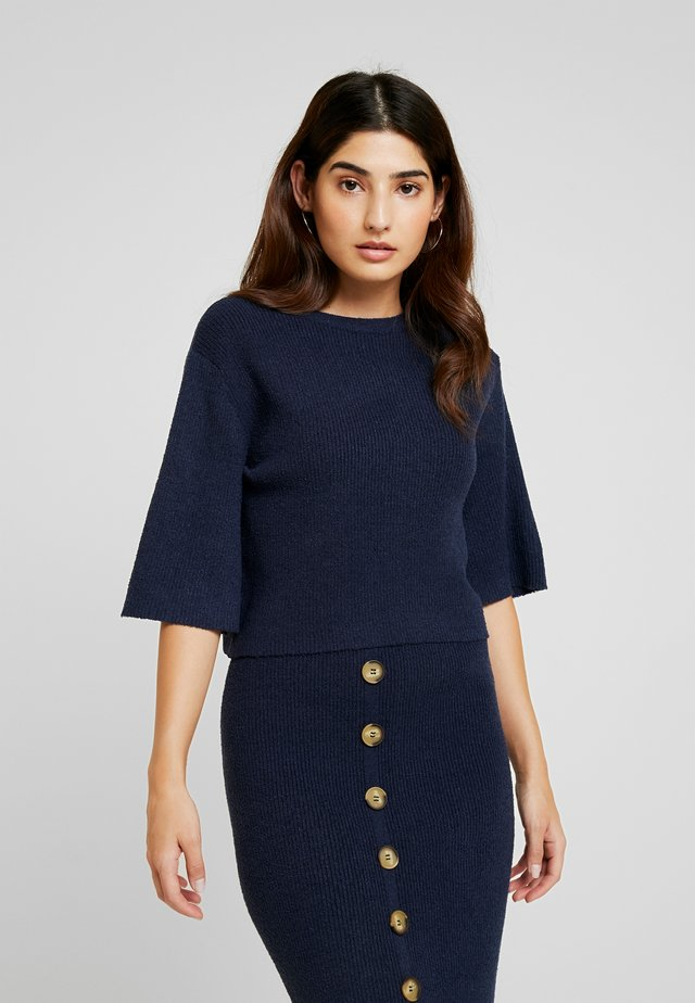 CROPPED TEXTURED BUTTON BACK - T-shirt print - navy