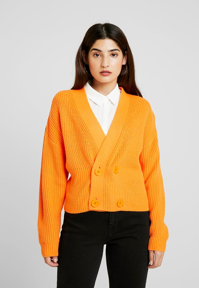 DOUBLE BREASTED CARDIGAN - Strikjakke /Cardigans - orange