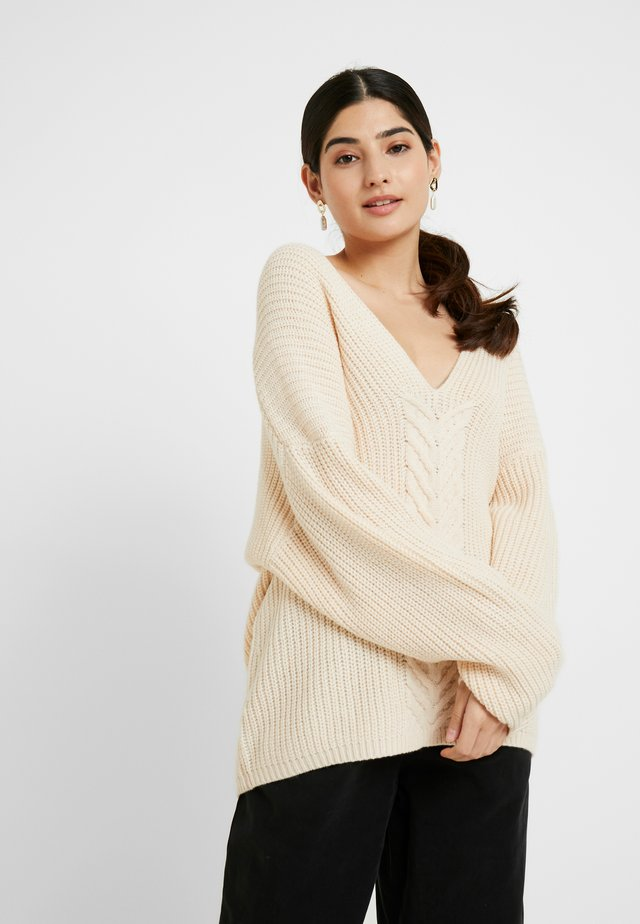 V NECK JUMPER - Svetr - cream