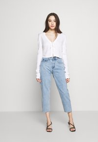 Lost Ink Petite - SCALLOP EDGE CROPPED CARDIGAN - Kardigan - cream - 1