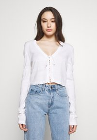 Lost Ink Petite - SCALLOP EDGE CROPPED CARDIGAN - Kardigan - cream - 0