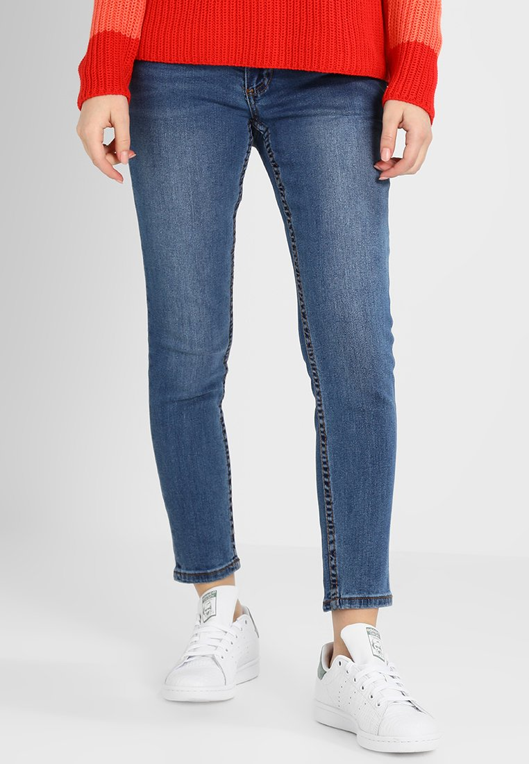 Lost Ink Petite - RELAXED SKINNY ANKLE GRAZER IN CHIA - Jeans Skinny Fit - mid denim