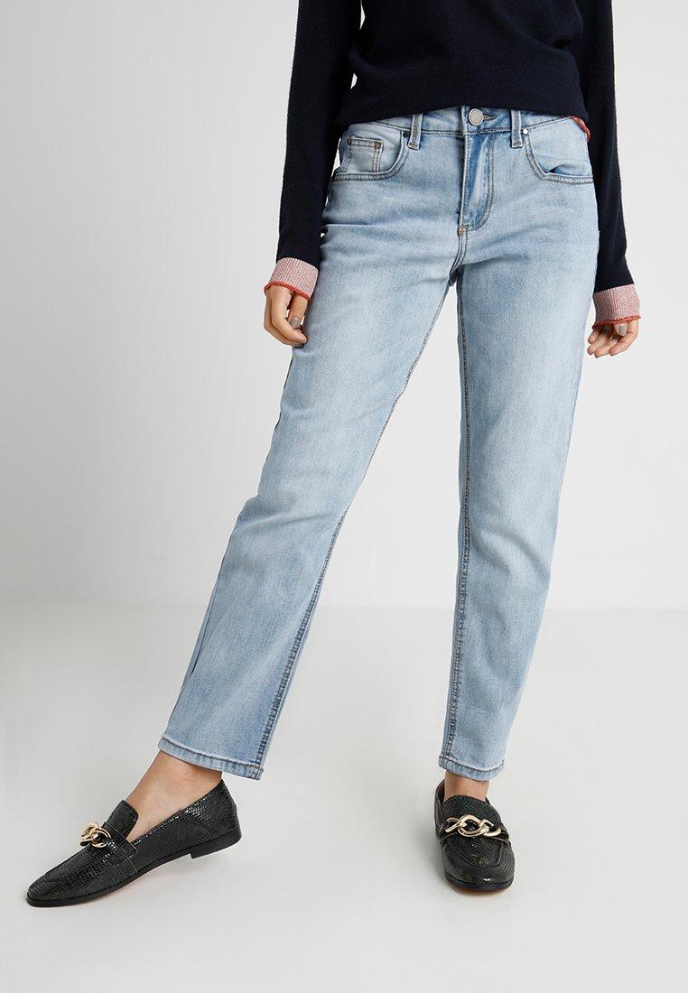 Lost Ink Petite - BOYFRIEND IN PERSEUS - Straight leg jeans - light denim
