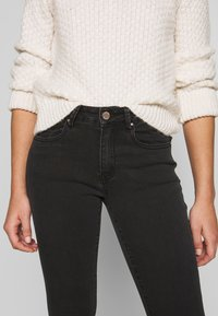 Lost Ink Petite - MID RISE - Skinny džíny - washed black - 5