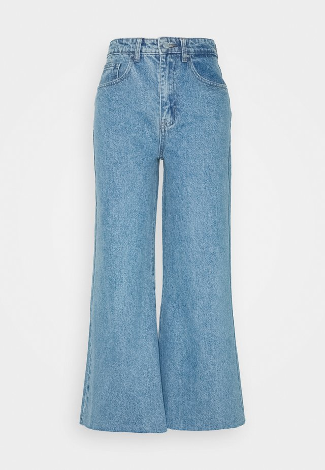 FLOOD LEG ROBIN - Flared jeans - mid denim