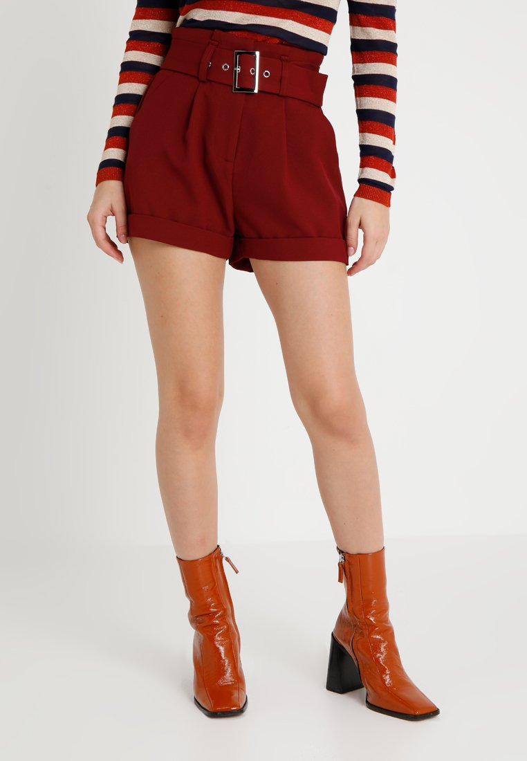 Lost Ink Petite - PAPERBAG WITH BELT - Shorts - burgundy
