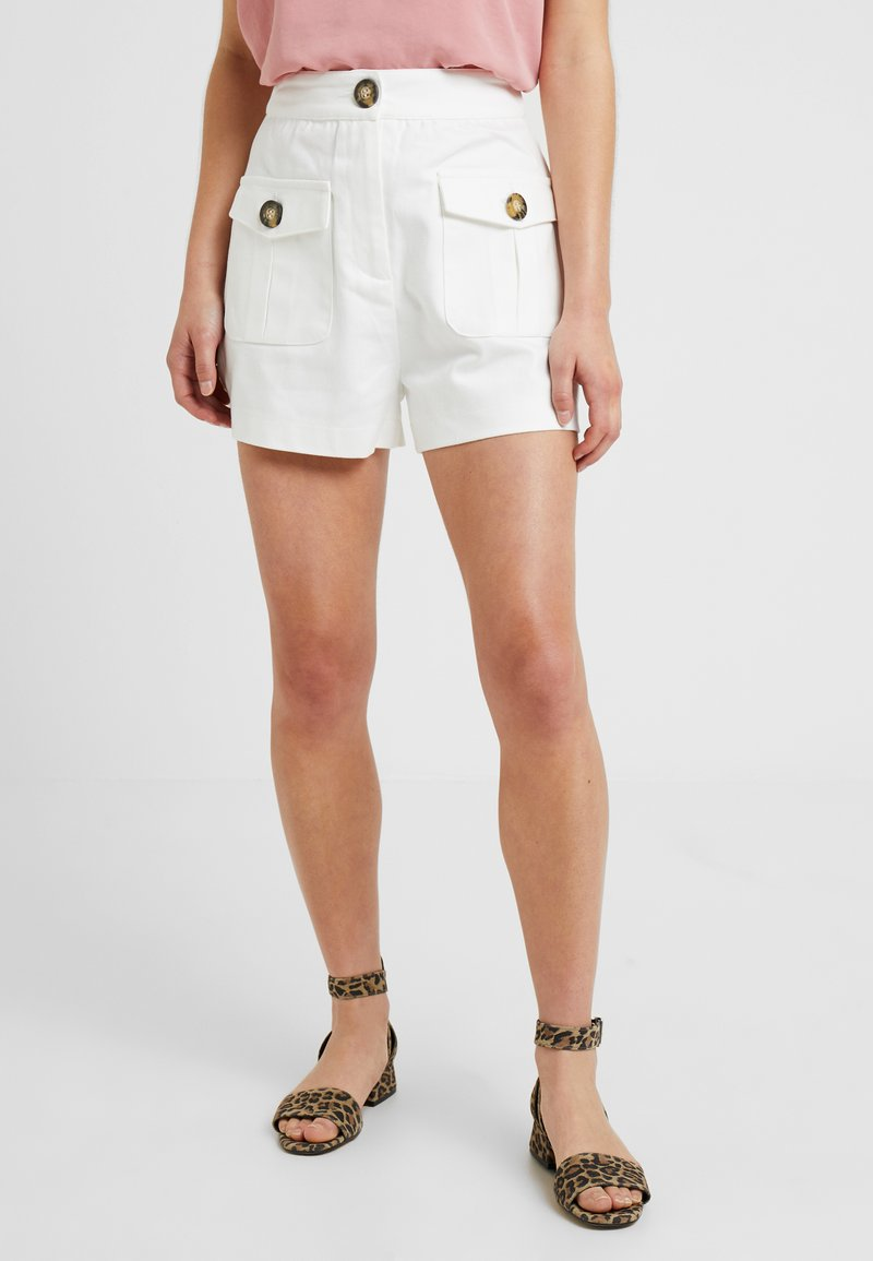 Lost Ink Petite - WITH FRONT POCKETS - Szorty jeansowe - white