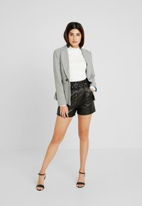 Lost Ink Petite - WITH BUTTON FRONT - Shortsit - black - 1