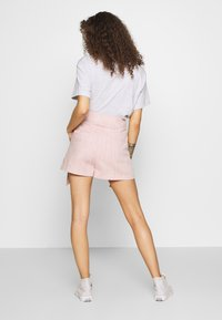 Lost Ink Petite - BUTTON WAISTBAND DETAIL - Shorts - pink - 2