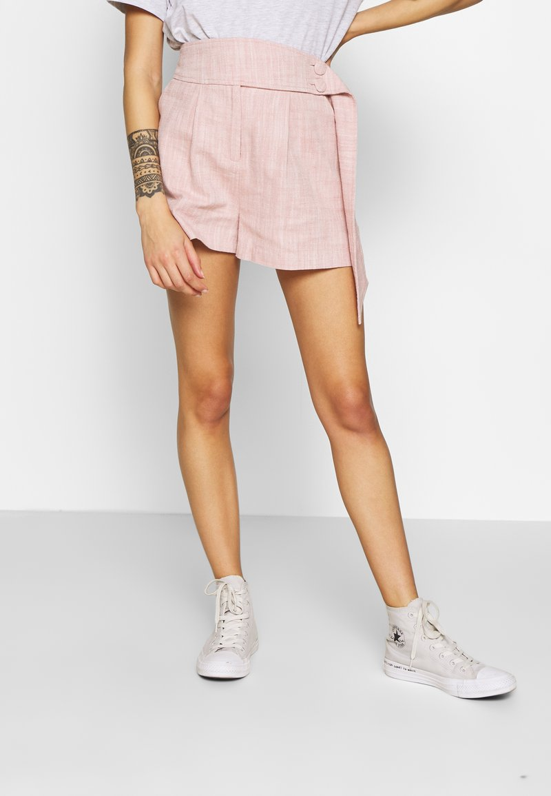 Lost Ink Petite - BUTTON WAISTBAND DETAIL - Shorts - pink