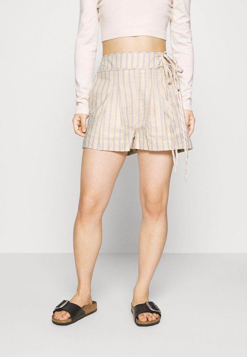 Lost Ink Petite - Shorts - multi