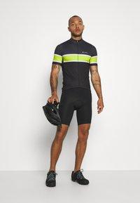 LÖFFLER - BIKE PACE - T-Shirt print - black/light green - 1