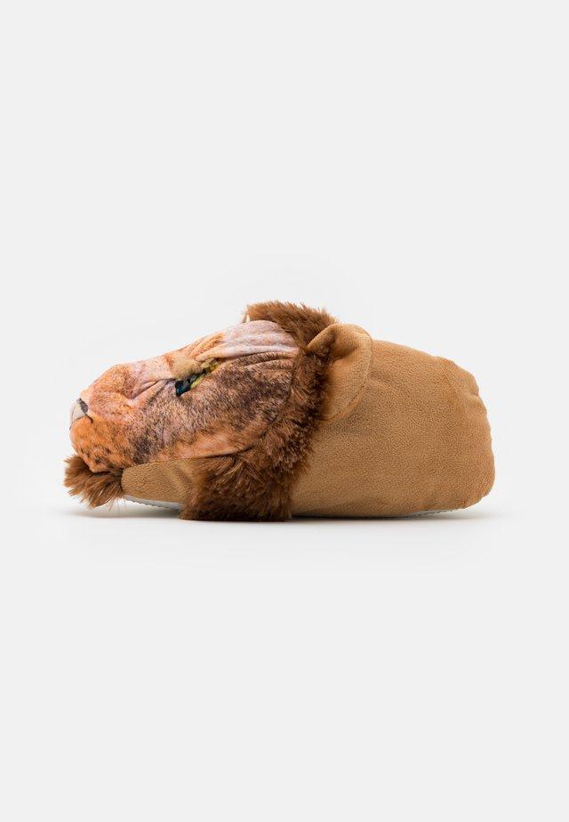 LION SLIPPER - Pantofole - brown