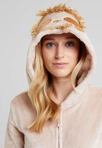 Loungeable - SLOTH ONESIE - Pyjama - beige - 4
