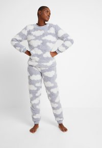 Loungeable - CHUNKY SHERPA CLOUD SET - Pigiama - silver - 1