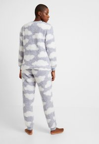 Loungeable - CHUNKY SHERPA CLOUD SET - Pigiama - silver - 2