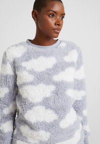 Loungeable - CHUNKY SHERPA CLOUD SET - Pigiama - silver - 3