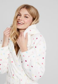 Loungeable - MULTI SPOT HOODED ROBE - Dressing gown - cream - 3