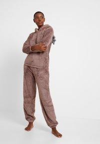 Loungeable - 3D REINDEER SHERPA SET - Pyjama - brown - 1
